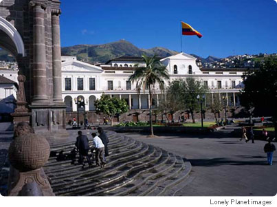 Quiet afternoon in Old Quito: Plaza de la Independencia and Presidential Palace